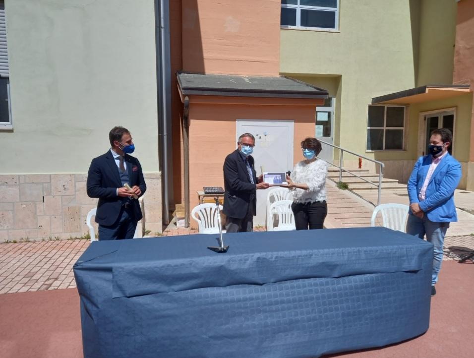 Progetto Rotary-Usaid, 16 tablet per gli studenti del Cuoco-Manuppella: la cerimonia di consegna